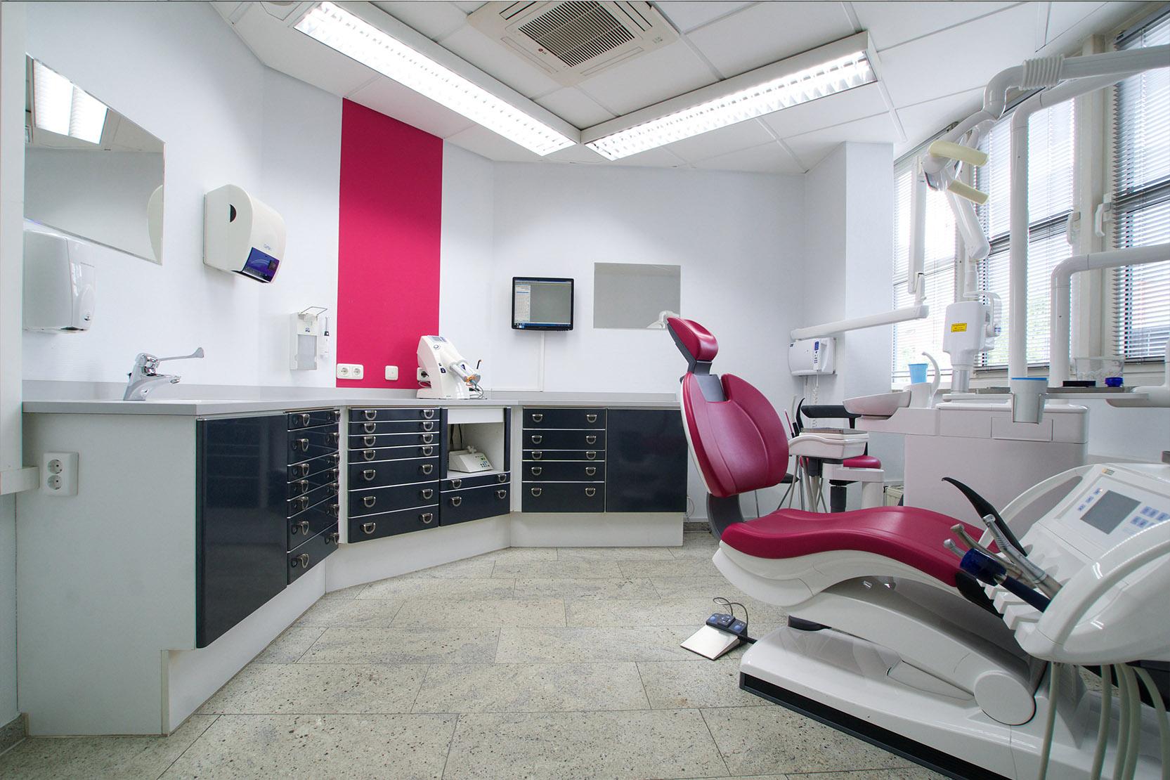 praxis-zahnarzt-denteam-behandlungsraum-1